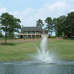 Woodland Hills GC: Clubhouse